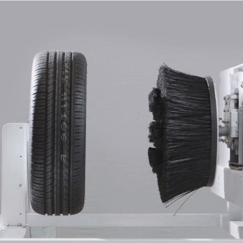 چرخ شوی ماشین در کارواش