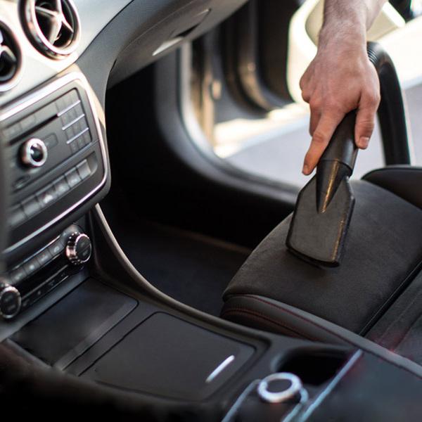 نظافت خودرو با جاروبرقی